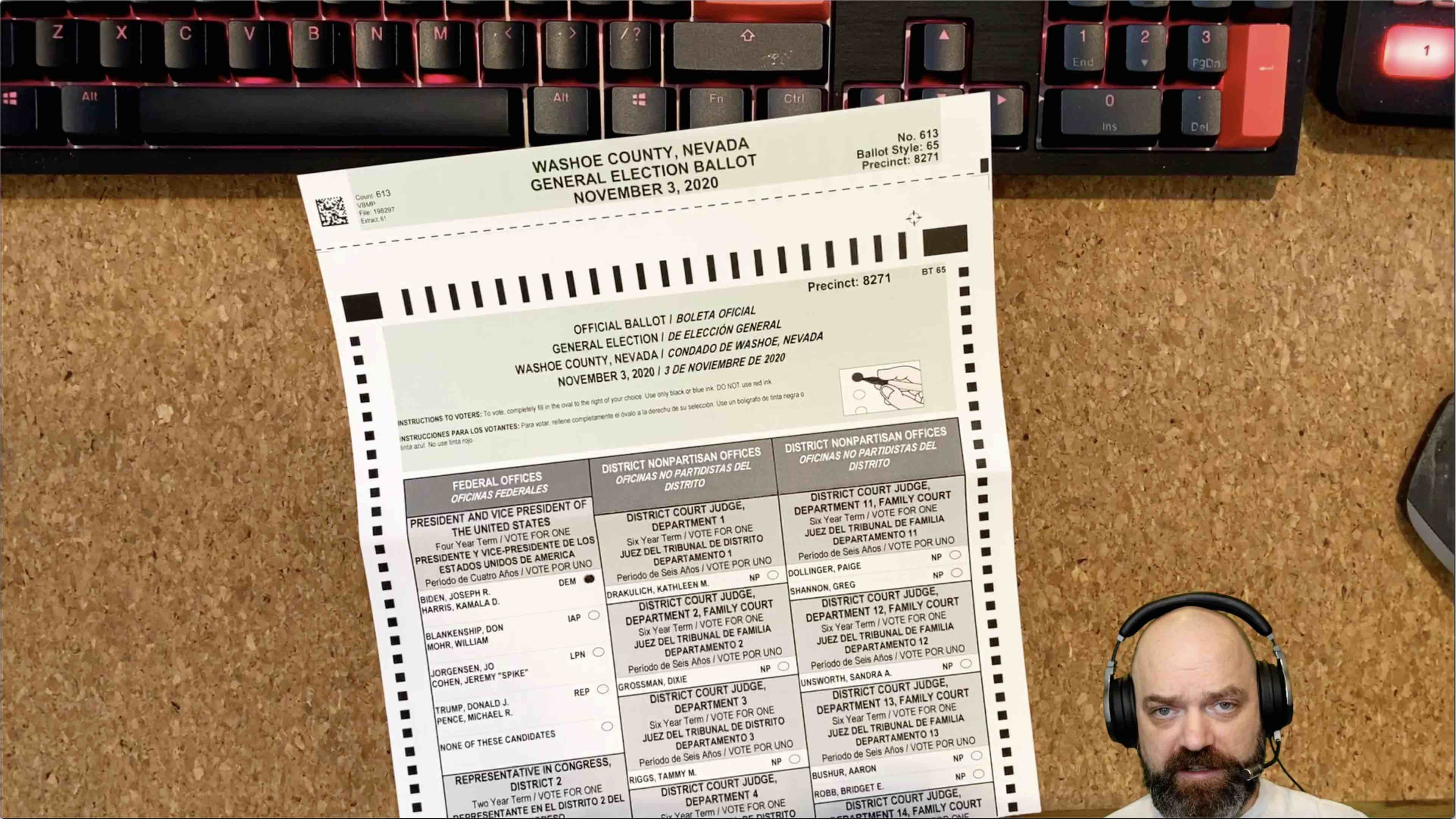 US citizen in the process of voting